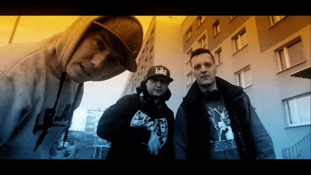 [kadr z teledysku], od lewej - Rahim, DJ Bambus, Fokus